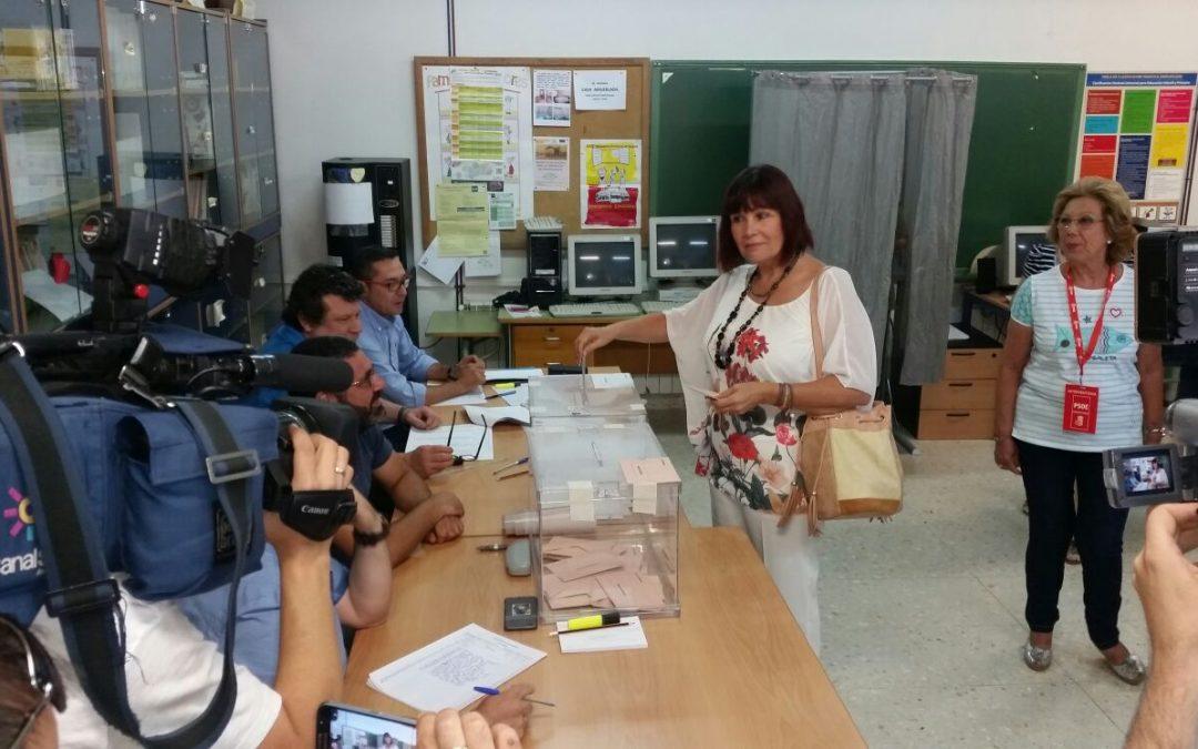 Reyes, Navarro y los demás candidatos socialistas ejercen su derecho al voto