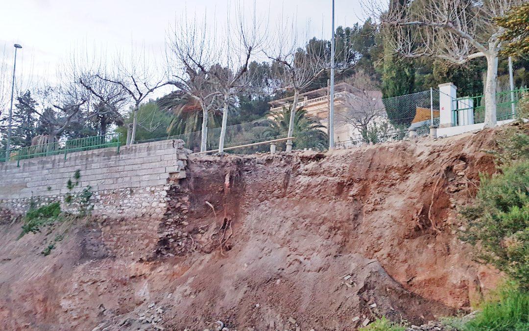 """Una obra municipal provoca el derrumbe del muro de contención en Fuente Mayor de Jamilena: el PSOE critica la """"incompetencia suprema"""" de PP-PA y exige explicaciones"""
