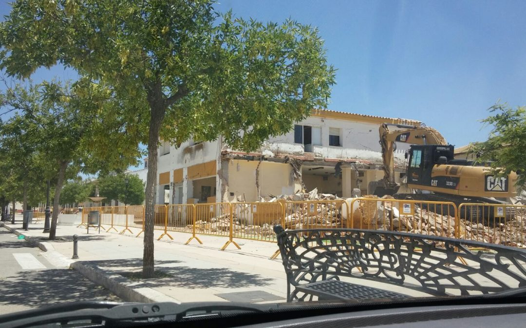 """Un """"capricho"""" del alcalde acaba con el edificio del antiguo consultorio de Torreblascopedro"""