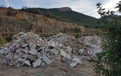 """El PSOE de Jamilena exige al Ayuntamiento que cese el vertido de escombros a una antigua cantera restaurada: """"lo que están haciendo es de juzgado de guardia"""""""