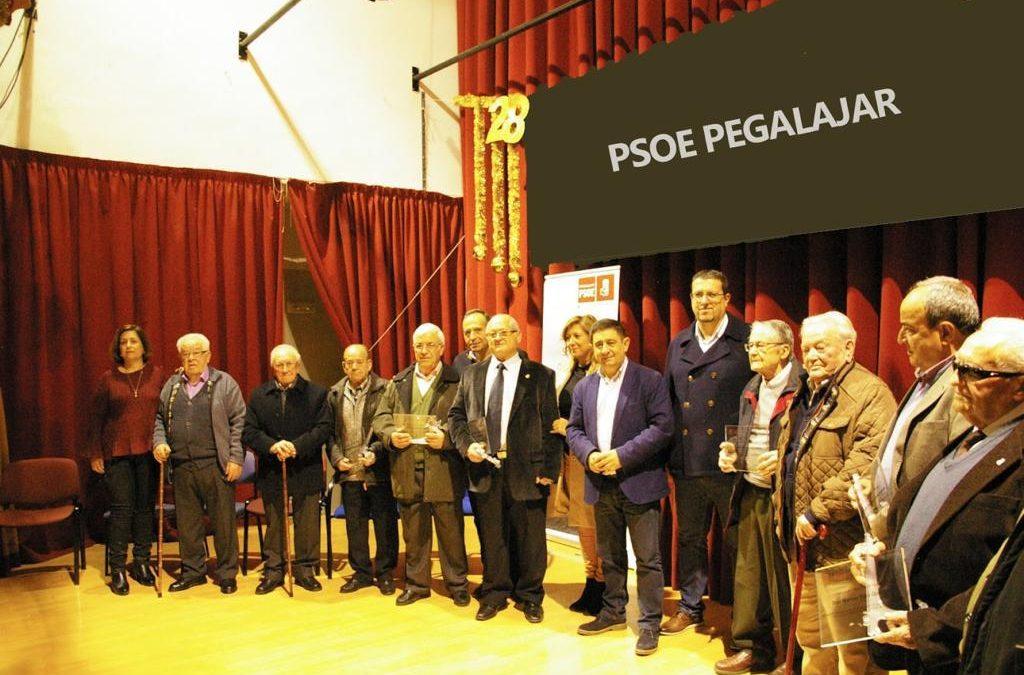 """El PSOE de Pegalajar rinde homenaje a 11 militantes veteranos: """"Reconocemos a un puñado de históricos que se dejaron la piel por las libertades y los derechos"""""""