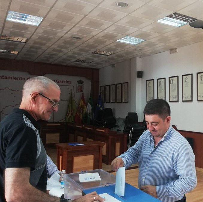 Reyes y Navarro ejercen su derecho al voto en Bedmar y Andújar