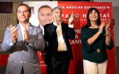 Grande Marlaska ve en Andújar «un ambiente de ilusión tremenda» para revalidar el gobierno municipal socialista de Paco Huertas
