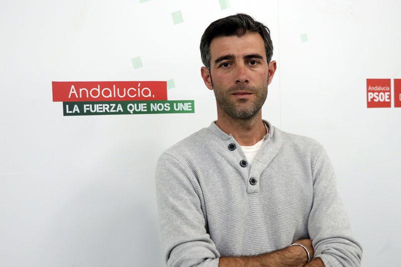 """Goteras en el pabellón de Santisteban obligan a suspender un partido de fútbol sala: el PSOE exige a Requena que """"se ponga a trabajar de una vez"""""""