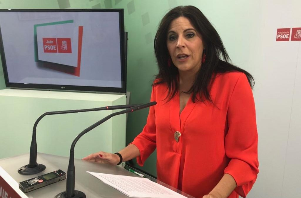 """Ángeles Férriz pregunta a la Junta """"cuántos trabajadores públicos de la provincia de Jaén va a echar a la calle"""""""