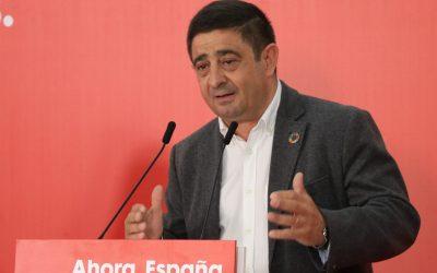 """Primer mes de infamia sin comedores escolares: Reyes recuerda que esto """"no había sucedido nunca en Andalucía"""" y acusa a la Junta de """"no actuar con la diligencia con la que se tiene que actuar"""""""