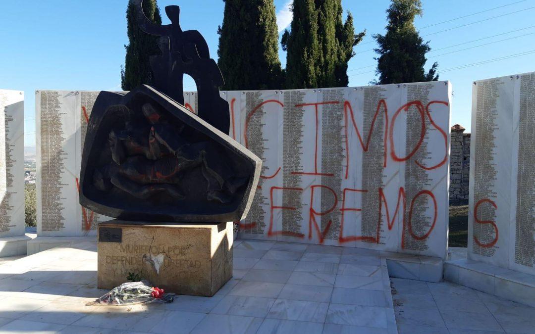 """El PSOE condena los actos vandálicos contra el monumento de la memoria histórica de San Eufrasio y subraya que """"la democracia y la convivencia se impondrán a los que siguen obstinando el odio"""""""