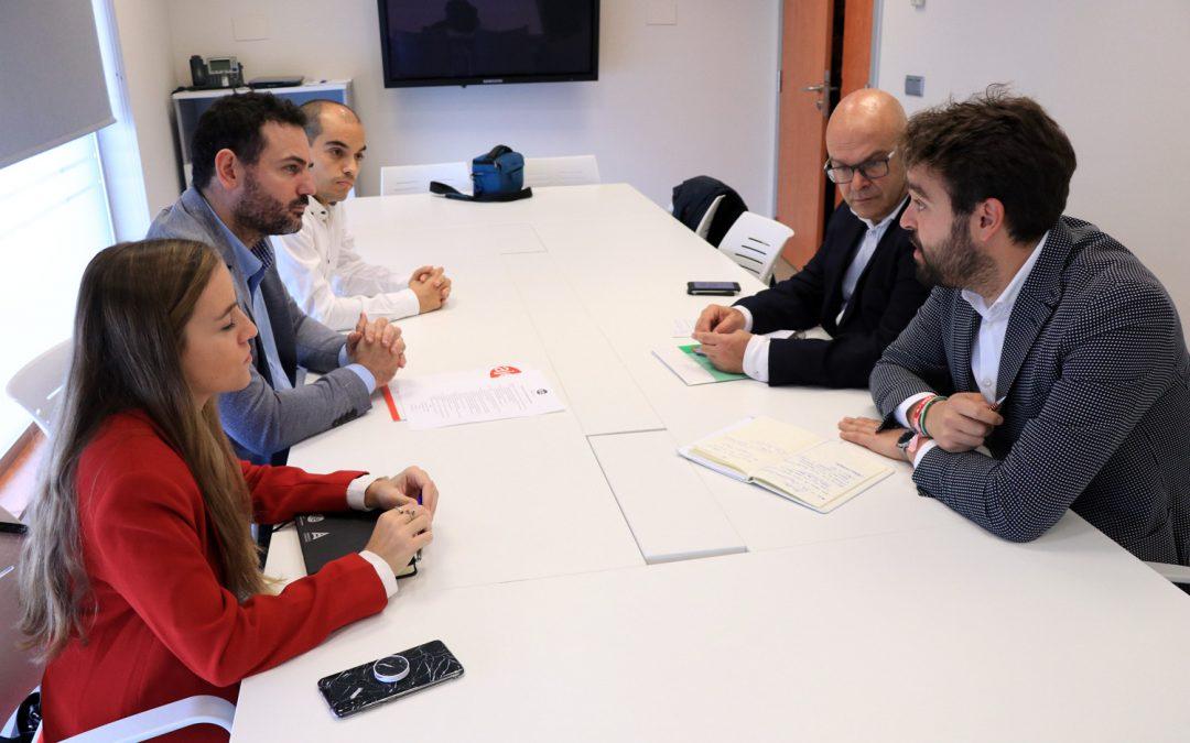 Serrano llama a los jóvenes a votar al PSOE y a destrozar la estrategia abstencionista de las derechas