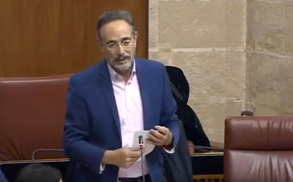 """El consejero de Hacienda no desmiente que vaya a privatizar VEIASA y el PSOE lo ve claro tras el deterioro de la gestión de la ITV: """"blanco y en botella"""""""