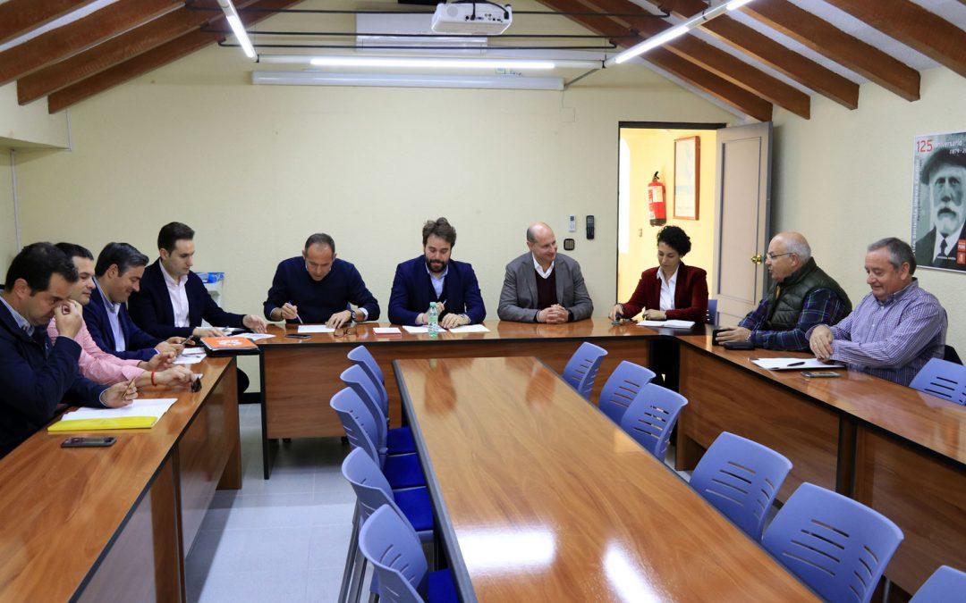 Reunión del PSOE de Jaén con las organizaciones agrarias para analizar el sector del olivar y sus futuras necesidades