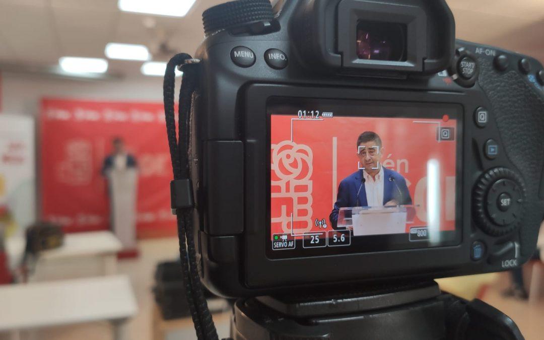 """Reyes valora el trabajo """"admirable"""" de los 68 alcaldes y alcaldesas socialistas y de sus 29 portavoces en la oposición"""