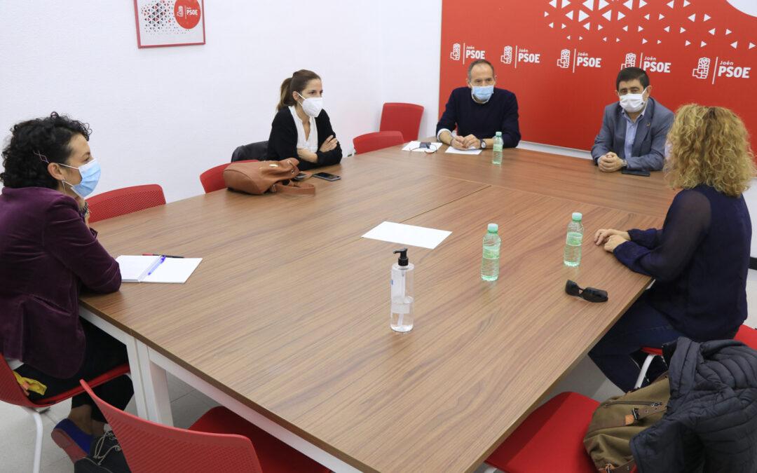 El PSOE reivindica la subrogación en el sector público de los contratos de los monitores de educación especial