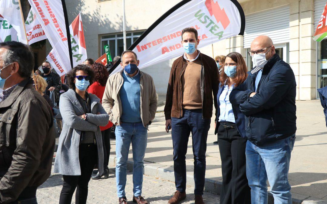 El PSOE apoya a las trabajadoras de la Escuela Infantil Santa Catalina en su concentración por el cierre anunciado por la Junta