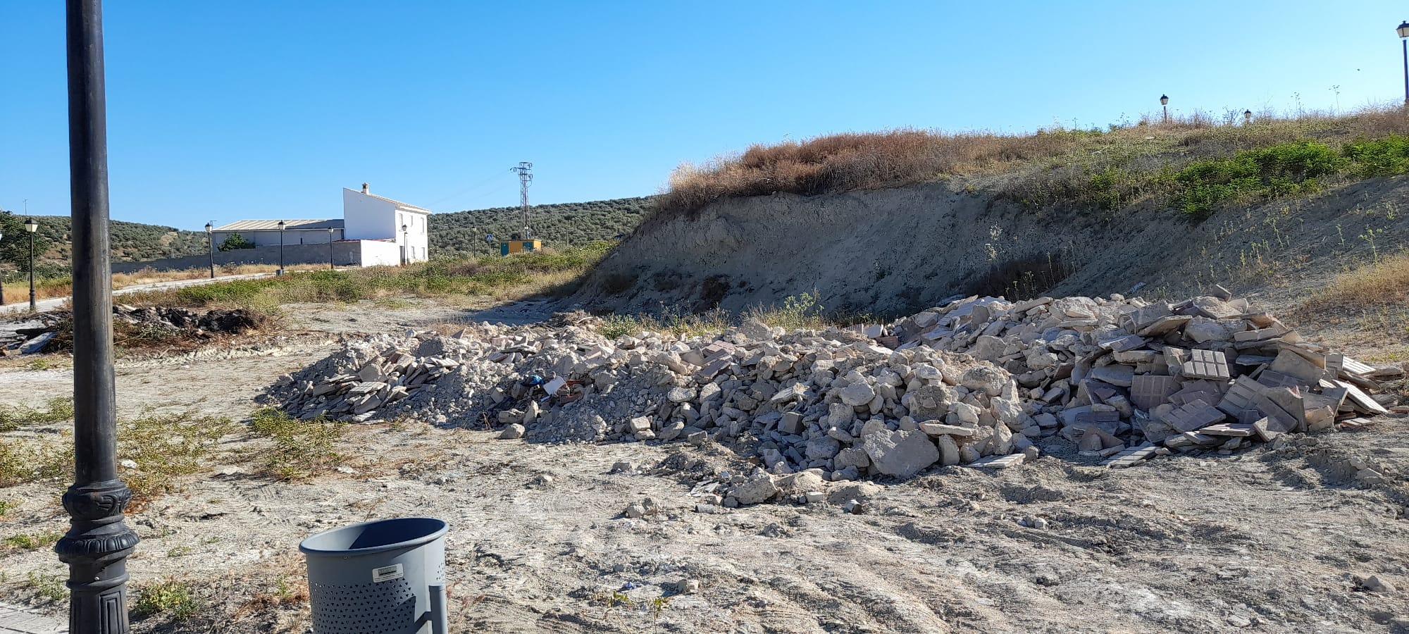 El PSOE de Higuera de Calatrava exige al alcalde que abra ya el punto de acopio de residuos que lleva 1 año construido